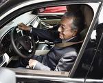 Thủ tướng Malaysia thấy tiếc khi chỉ lái xe Vinfast được đến 100km/h