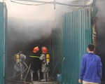 Nhà xưởng chứa linh kiện điện tử bốc cháy ở Hà Nội