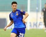 Khoảnh khắc Huy Hùng ghi bàn bằng mũi giày, thủ môn Thanh Hóa