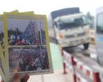 Phát tờ rơi cảnh báo kẹt xe tại cầu Rạch Miễu dịp lễ 2-9