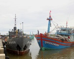 Tàu 14 ngư dân gặp nạn gần tâm bão số 4 được