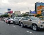 3 ôtô tông nhau trên cầu vượt Hàng Xanh, xe cộ kẹt cứng