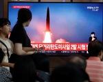 """Triều Tiên tiếp tục phóng hai vật thể vào vùng biển Nhật Bản, dọa """"sẽ tìm con đường mới"""""""