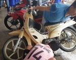 Phú Quốc: Hàng trăm xe máy bị ngập nước được thay nhớt, sửa chữa miễn phí