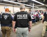 Mỹ ra quân bắt 680 di dân lậu chỉ trong 1 ngày