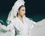 Hoàng Thùy Linh mang cả dàn