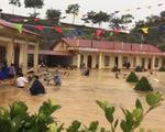 Trường chìm trong nước, hàng trăm thầy cô mò tìm 120 xe máy