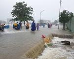 Nhiều nơi tại Phú Quốc bị chia cắt hoàn toàn, nước ngập qua đầu