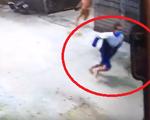 Vừa ra tù tội hiếp dâm, nam thanh niên lại bị vây bắt vì ôm