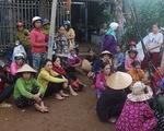 Tiểu thương bật khóc giữa tro tàn chợ Mộc Bài ở Bình Định