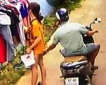 Sẽ xử phạt thanh niên đi xe máy
