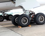 Máy bay bị cắt lốp 115 lần