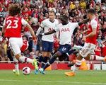 Arsenal hòa Tottenham dù bị đối thủ dẫn trước hai bàn