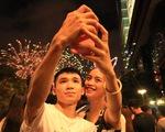 Phố đi bộ Nguyễn Huệ tưng bừng người ngắm pháo hoa mừng Quốc khánh