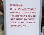 Mua vé vào sân bay tiễn vợ, chồng đối mặt 2 năm tù, phạt 15.000 USD