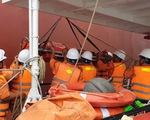 Vượt gió lớn áp thấp nhiệt đới, tàu Việt Nam cứu thuyền viên Trung Quốc bị nạn