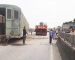 Đường sắt đã thông tuyến sau vụ tàu hàng đâm xe tải ở Nghệ An