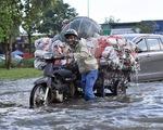 Triều cường tại TP.HCM lập kỷ lục mới 1,77m, người dân lưu ý giờ tan tầm