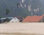 Miền Trung chìm trong biển nước, hơn 15.000 nhà bị ngập