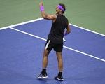 Thắng nghẹt thở Medvedev, Nadal chỉ còn kém Federer...
