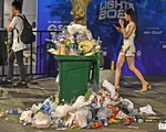 Phố đi bộ Nguyễn Huệ vẫn tràn ngập rác thải sau giao thừa