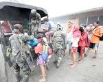 Bụi mù vì núi lửa, Philippines nghiêm cấm nâng giá khẩu trang trục lợi