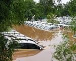 Nước ngập nhấn chìm thủ đô Indonesia ngay ngày đầu năm mới