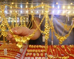 Giá vàng tăng bất ngờ, tiến sát mốc 43 triệu đồng/lượng