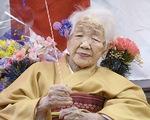 Cụ bà già nhất thế giới ăn bánh sinh nhật tuổi 117 còn khen ngon