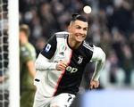 Ronaldo lập hat-trick, Juventus giữ vững đỉnh bảng
