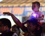 Hơn 10.000 người tham gia lễ hội trăng rằm và thả hoa đăng