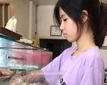 Cô học trò mồ côi cha xin gia hạn nộp học phí, nhập học trễ