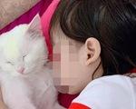 Bé gái 5 tuổi tử vong thương tâm vì bắt chước