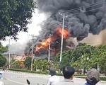 Nhà xưởng ở khu công nghiệp Bình Chiểu bốc cháy giữa trưa