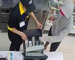 Bắt kẻ cầm dao dọa nhân viên cửa hàng tiện lợi cướp tiền ở Tân Phú