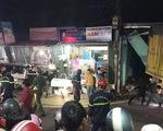Sau tiếng nổ, xe tải tông xe 7 chỗ, nhiều xe máy rồi lao vào nhà dân, ít nhất 3 người chết