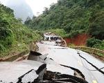 Đứt gãy nặng nề, quốc lộ 12A từ Quảng Bình qua Lào ách tắc