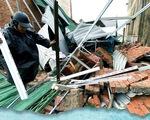 Dựng lại mái nhà, mái trường cho vùng bão lũ
