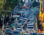 Hàng trăm ôtô, xe máy