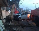 Trộm lái ô tô lao vào công an, tông nghiêng cột điện ở Thủ Đức