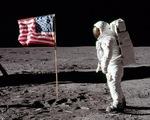 Đấu giá ảnh Neil Armstrong trên Mặt trăng và nhiều ảnh hiếm của NASA