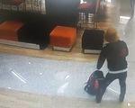 Xem video kẻ tẩm xăng dọa đốt cướp tiền Ngân hàng TPBank