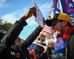 Người ủng hộ và người phản đối ông Trump
