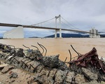 Cận cảnh sóng bão đánh vỡ tan hoang đường ở Đà Nẵng