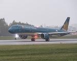Máy bay đi Tân Sơn Nhất phải trở lại sân đỗ vì hành khách... đốt khăn giấy trên khoang