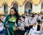 Nghệ sĩ Kim Xuân: Tôi mong muốn nam sinh mặc áo dài chào cờ đầu tuần