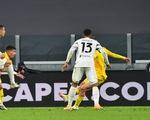 Lập cú đúp trong 4 phút, Ronaldo giúp Juventus đánh bại Cagliari