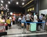 Phân làn xe ở Tân Sơn Nhất: lắp thêm 2 thang máy cho khách đón xe công nghệ