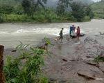 Vẫn chưa tiếp cận được hai đoàn du khách mắc kẹt trên núi Tà Giang