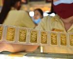Giá vàng thế giới tăng thẳng đứng, lên 1.954 USD/ounce